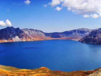 Top 10 Highest Lakes In The World